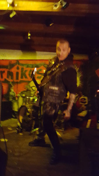 ordures ioniques, les + disillusioned motherfuckers + crack it! @kopernikus, hannover, 20151031_000132